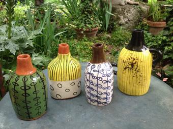 Bouteilles en ceramique decor aux engobes